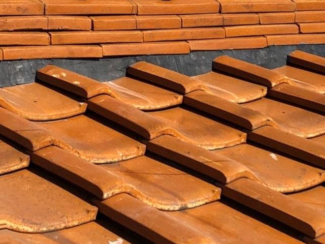 愛知県豊田市 屋根工事 瓦屋根 漆喰詰め直し工事 漆喰の崩れ、剥がれの放置は危険です! (1)