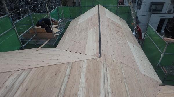 愛知県豊田市 屋根工事 屋根カバー工法(重ね葺き工事) 棟板金撤去 野地板張りまで (2)