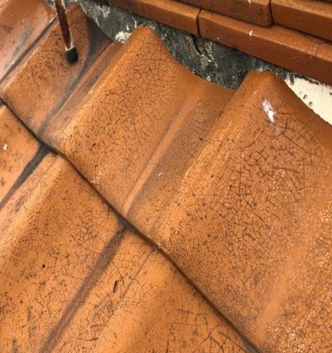 愛知県豊田市 屋根工事 瓦屋根 漆喰詰め直し工事 漆喰の崩れ、剥がれの放置は危険です! (3)