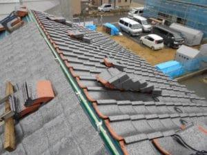 愛知県みよし市 屋根工事 屋根葺き直し工事 和形瓦(ハイシルバー) 棟残し迄 (1)-min