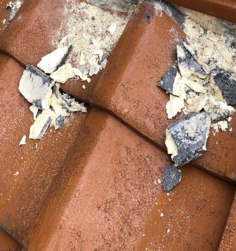 愛知県豊田市 屋根工事 瓦屋根 漆喰詰め直し工事 漆喰の崩れ、剥がれの放置は危険です! (2)