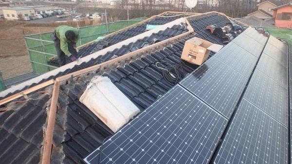 愛知県みよし市 屋根工事 既存棟瓦撤去 漆喰詰め直し作業 (2)-min