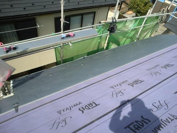 豊田市 屋根工事 屋根カバー工法(重ね葺き工事) 田島ルーフィング タディスセルフ ガルバリウム鋼板 (2)-min