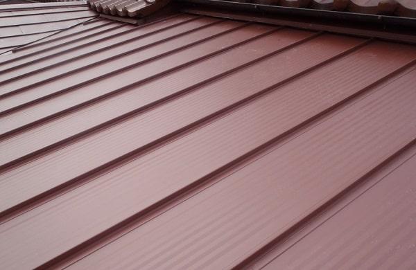 豊田市 屋根工事 瓦棒葺き屋根 玄関上和型瓦 撤去後の作業 (2)-min