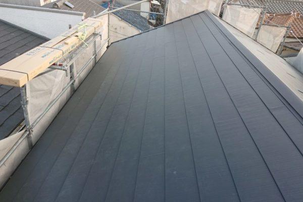 みよし市 屋根工事 屋根葺き替え工事 雨漏り 化粧スレートからガルバリウム鋼板へ (2)-min