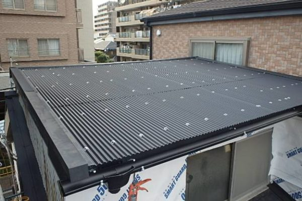 豊田市 屋根工事 波板張り替え 錆びた屋根を放置するのは危険です! (1)-min