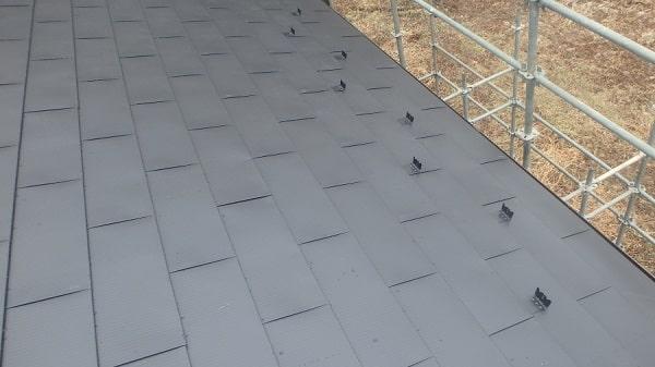 豊田市 屋根工事 屋根カバー工法(重ね葺き工事) ガルバリウム鋼板 雪止め設置 (1)-min