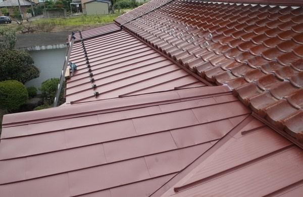 豊田市 屋根工事 瓦棒葺き屋根 玄関上和型瓦 撤去後の作業 (3)-min