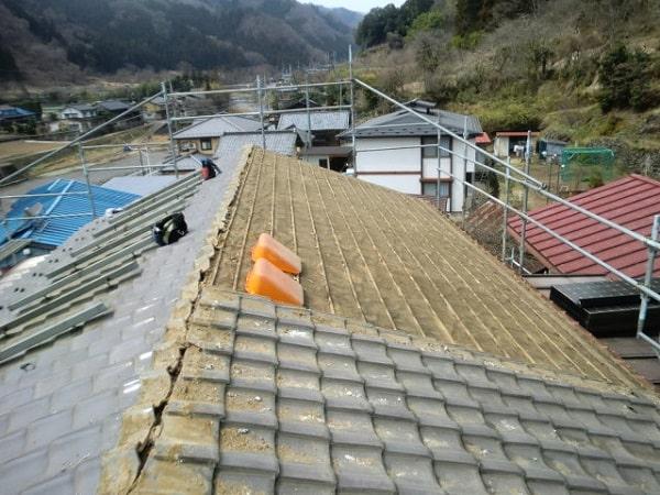 みよし市 屋根工事 屋根葺き替え工事 瓦屋根 既存撤去作業 (3)-min