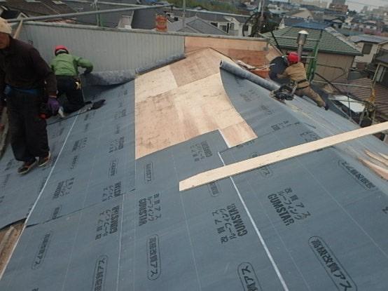豊田市 屋根工事 屋根葺き替え工事の工程 瓦屋根からガルバリウム鋼板に (2)-min