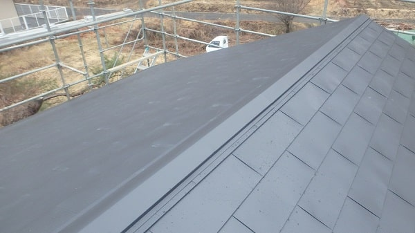豊田市 屋根工事 屋根カバー工法(重ね葺き工事) ガルバリウム鋼板 雪止め設置 (3)-min