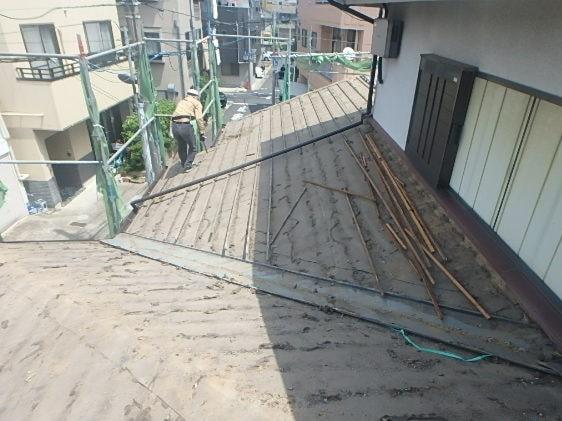 みよし市 屋根工事 下屋 屋根葺き直し工事 瓦屋根撤去 下地作り直し (1)-min