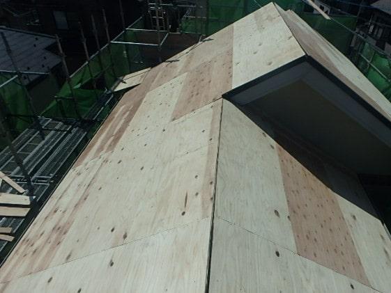 みよし市 屋根工事 重ね葺き工事(屋根カバー工法) 着工~ルーフィング張りまで (1)-min