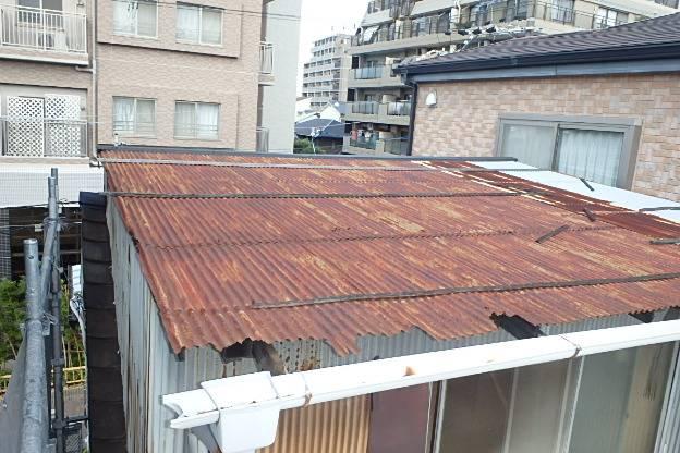豊田市 屋根工事 波板張り替え 錆びた屋根を放置するのは危険です! (2)-min