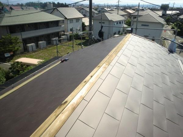 豊田市 屋根工事 屋根葺き替え工事 貫板、棟板金を取り付け 完工 (3)-min