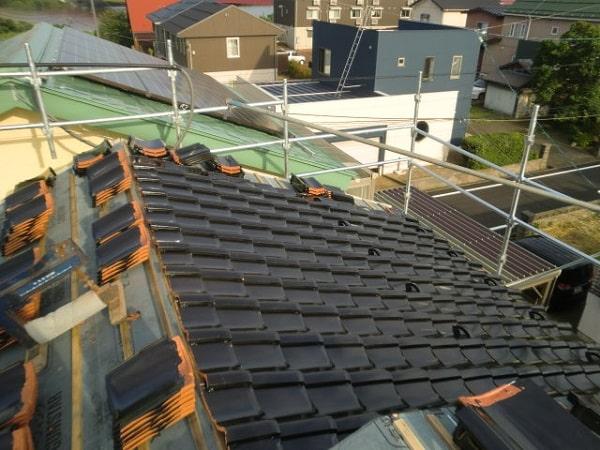 豊田市 屋根工事 屋根葺き替え工事 古い瓦屋根を新しい和形瓦へ (1)-min