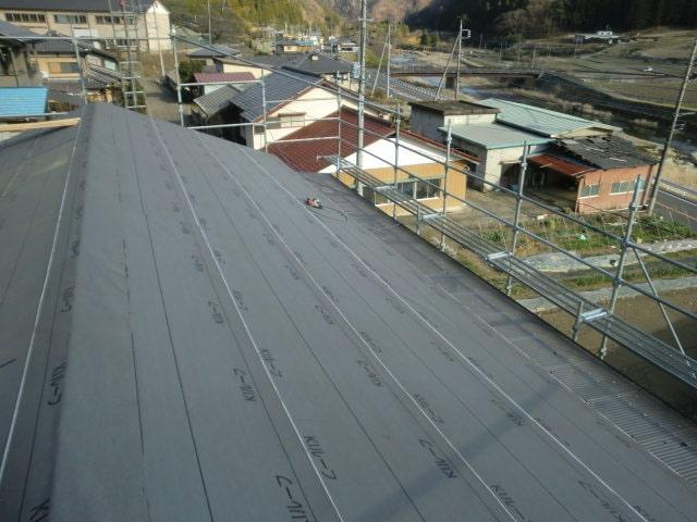 豊田市 屋根工事 瓦屋根葺き替え工事 野地板、ルーフィング、桟木張り スーパートライ110サンレイ (2)-min