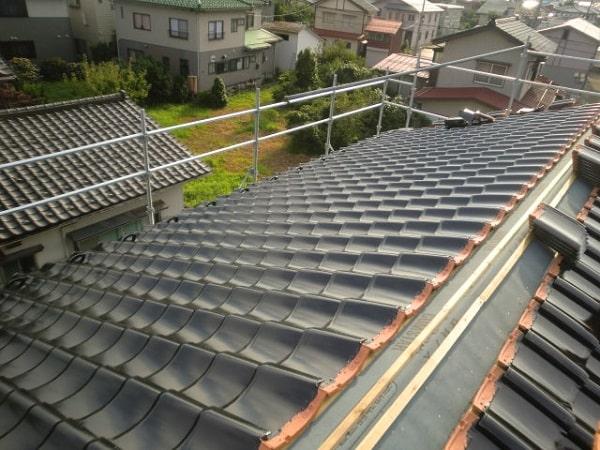 豊田市 屋根工事 屋根葺き替え工事 古い瓦屋根を新しい和形瓦へ (2)-min