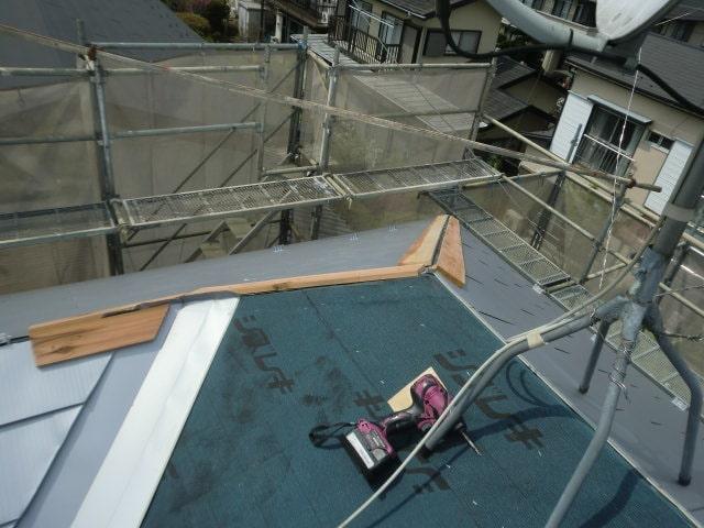 みよし市 屋根工事 屋根重ね葺き工事(屋根カバー工法) ガルバリウム鋼板 (1)-min