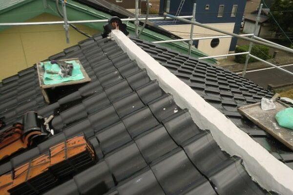 豊田市 屋根工事 屋根葺き替え工事 古い瓦屋根を新しい和形瓦へ (3)-min